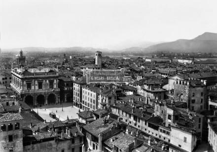 L'attuale Piazza della Loggia Brescia - 1904/1905