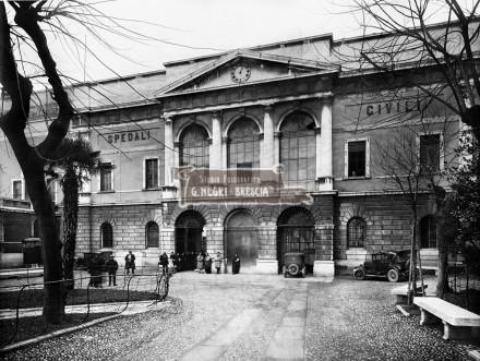 Vecchio ospedale di Brescia negli anni trenta