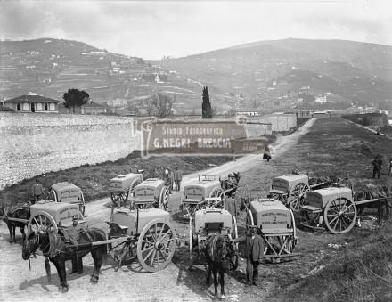 """Il servizio di """"annaffiamento"""" delle strade nei primi anni del novecento a Brescia"""