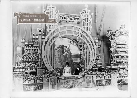 Stand della distilleria Gio. Rossi di Orzinuovi all'Expo 1904