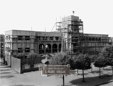 il cantiere per la costruzione della caserma di via Milano a Brescia nella seconda metà degli anni trenta