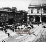 Manifestazione in piazza della Loggia a Brescia nella seconda metà degli anni Venti